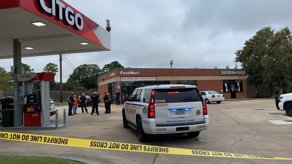 Store clerk stops 3 would-be robbers, shooting one; all suspects in custody: HCSO