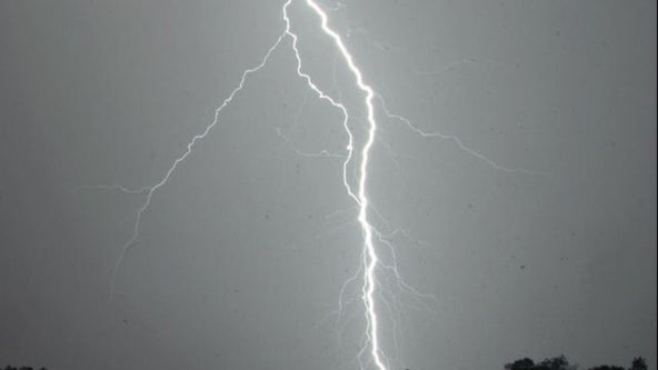 Authorities: 8 hurt by lightning at Florida Gulf Coast beach