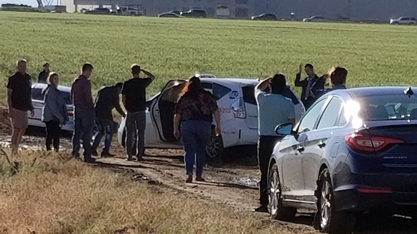 Google Maps leads dozens of drivers into muddy open field, stranding them