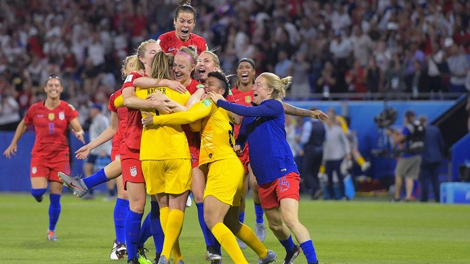 US Women's National Team members Abby Dahlkemper, goalkeeper Alyssa Naeher, goalkeeper Adrianna Franch, Allie Long, Ali Krieger, Lindsey Horan, Emely Sonnett, during thesemifinal match against England.