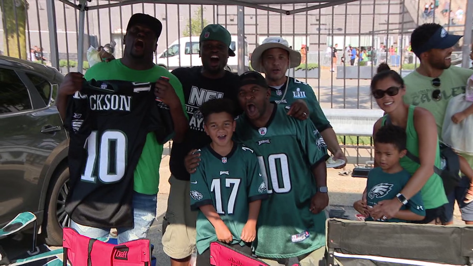 Excited fans happy to see Eagles at open practice
