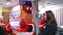 Gritty visits cancer patients at CHOP