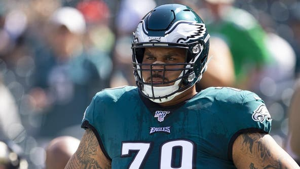 Eagles sign Brandon Brooks to four-year extension