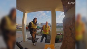 VIDEO: Delivery drivers break out into Christmas carol at Indiana home
