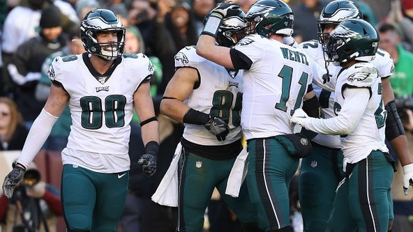Wentz, Eagles keep NFC East hopes alive by beating Washington 37-37