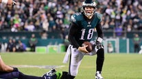 Report: Eagles QB Josh McCown played second half of playoff game vs. Seahawks with torn hamstring