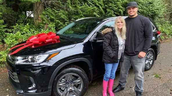 'You deserve it all': Eagles rookie Andre Dillard gifts mom new car