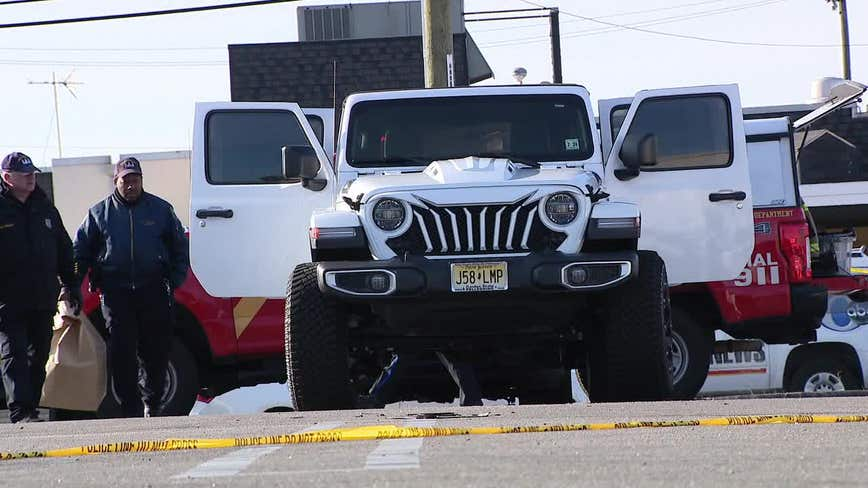 Man's body found wrapped in blanket inside trunk of burning Jeep in South Philadelphia