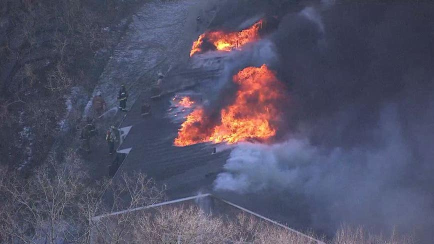 Crews battle heavy apartment complex fire in Montgomery County