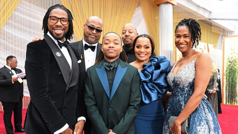Texas teen Deandre Arnold (C) poses with Karen Rupert (R) and filmmakers of