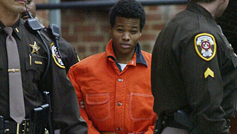 Sniper suspect Lee Malvo (c) leaves a pre-trial he