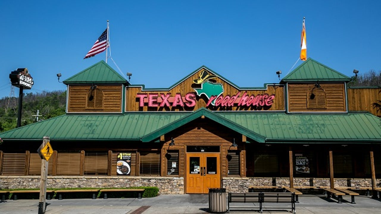 Texas Roadhouse Ceo Foregoes Salary For 1 Year To Pay Workers Amid Coronavirus Reports