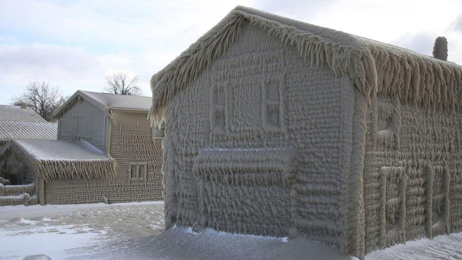 snowhouse2-resized.jpg