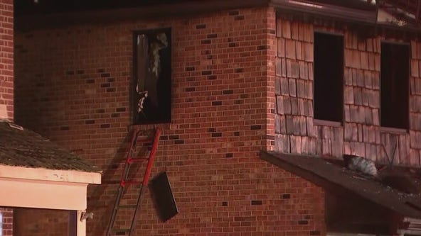 1 dead, elderly woman hospitalized after Delaware City house fire