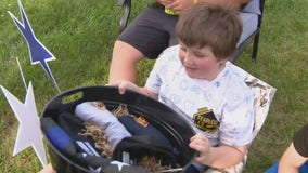 7-year-old with cancer surprised by community with drive-by parade