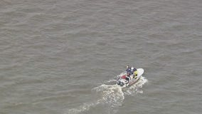 Crews search for missing person after boat capsizes on Delaware River