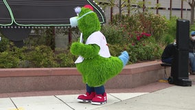 Phillie Phanatic, Mr. Met, MLB mascots now permitted in parks