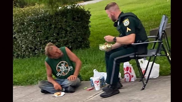 Florida sheriff's deputy shares lunch with homeless man on sidewalk
