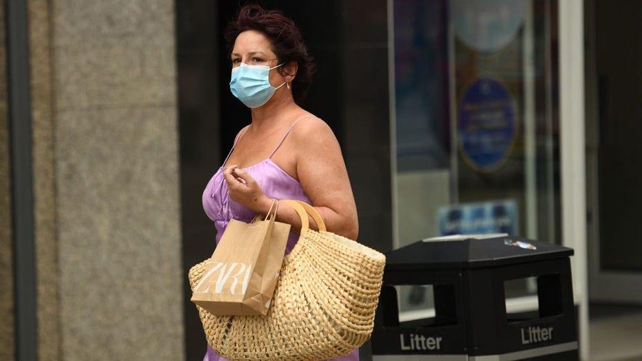 BRITAIN-HEALTH-VIRUS-MASKS