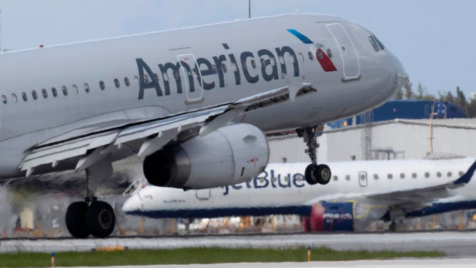 56c165b9-American Airlines And Jetblue Announce Partnership