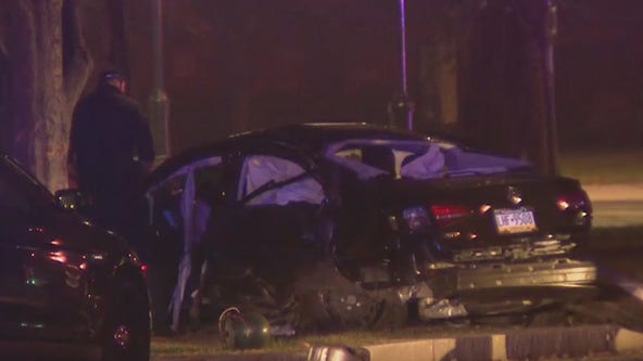 Police: 1 dead, 1 injured in crash on Benjamin Franklin Parkway