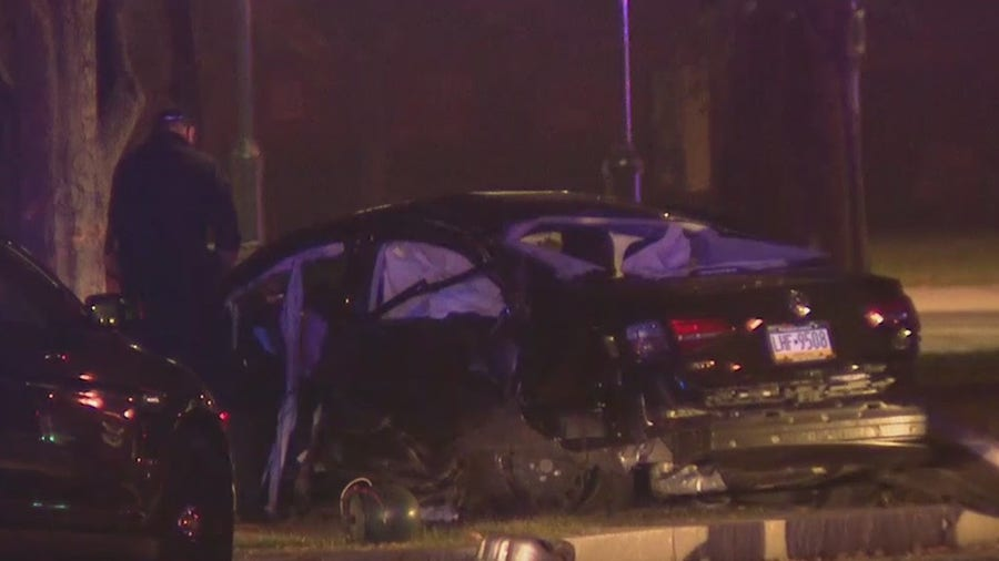 Police: 1 dead, 1 injured in crash on Benjamin Franklin Parkway