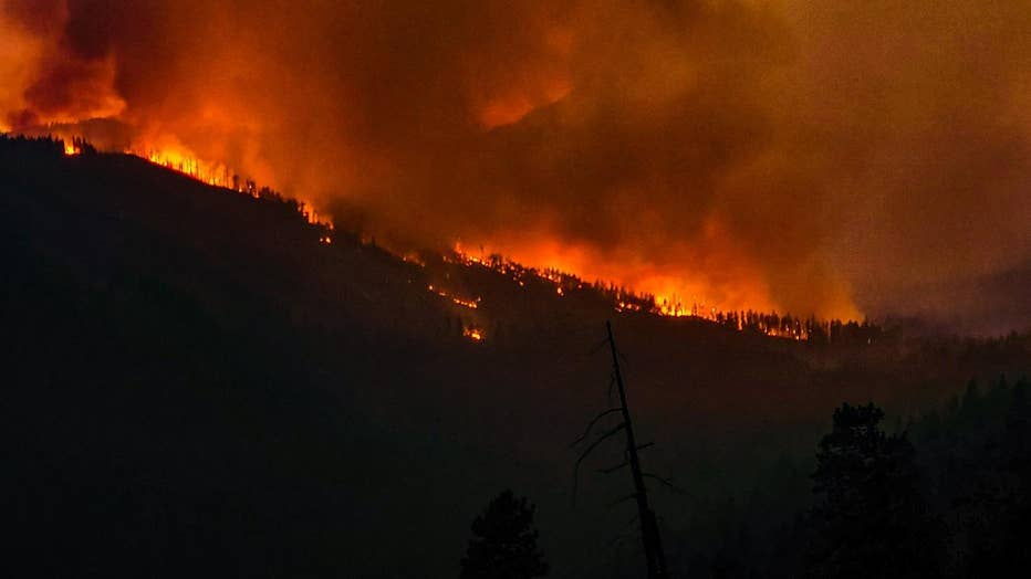 lionshead-fire-oregon-night.jpeg.jpg