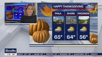 Weather Authority: Thanksgiving morning showers, mild temperatures