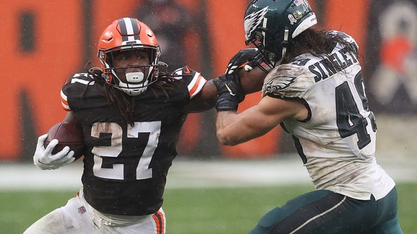 Browns survive without Garrett, down Eagles 22-17