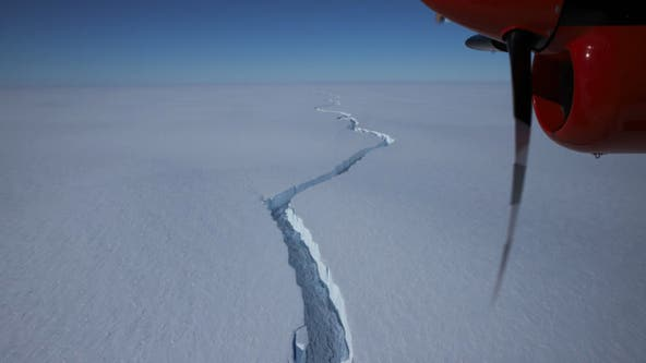 Massive iceberg, 20x the size of Manhattan, breaks off in Antarctic
