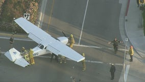 Small plane makes emergency landing on 101 Freeway