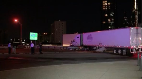 Tractor trailer crashes at 30th street; blocks traffic