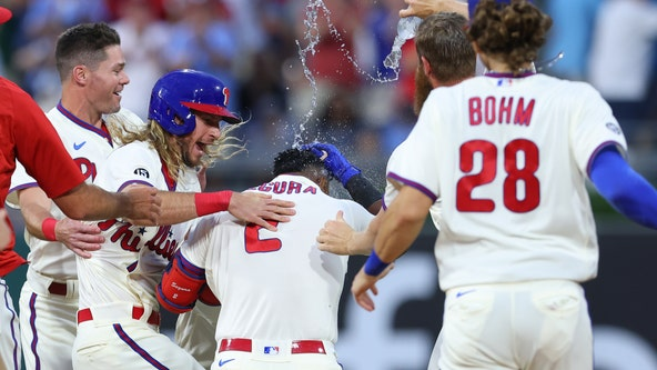 Segura's second straight walkoff lifts Phils over Yankees 8-7