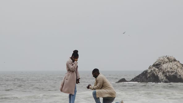 Photographer captures touching marriage proposal in San Francisco, asks Twitter to help find the couple