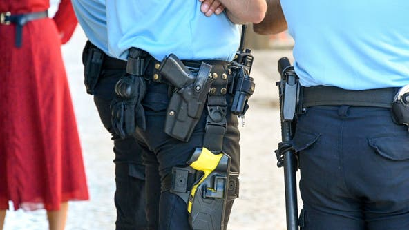 Philadelphia to equip all police officers with tasers