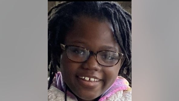 Philadelphia police search for missing 10-year-old girl
