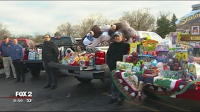 Metro Detroit Chevy Dealers collect holiday toys for kids with cancer