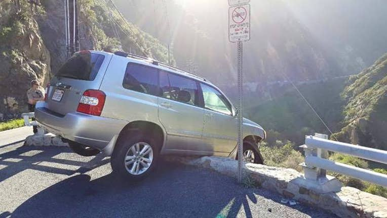 Man escapes near death on cliff, gets hit by bus-407068.jpg