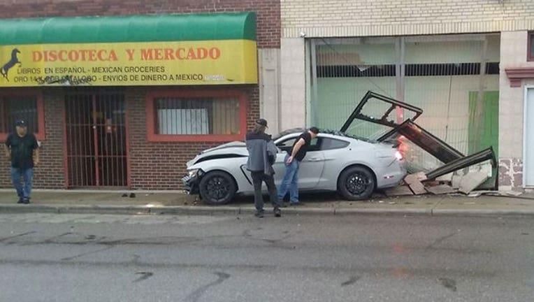 CAR-CRASH-SW-DETROIT_1498014398920.jpg