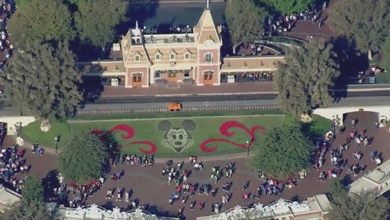 Disneyland_power_outage_affects_multiple_0_20171228010420-407068-407068