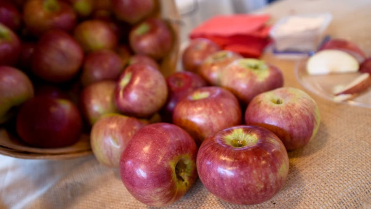0baab75d-apples getty image 674436063EP00071_Food_Netwo_1524494586669