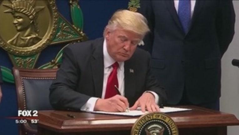0004abb7-Reaction_mixed_as_second_Trump_travel_ba_0_2848330_ver1.0_320_240_1488842245025.jpg