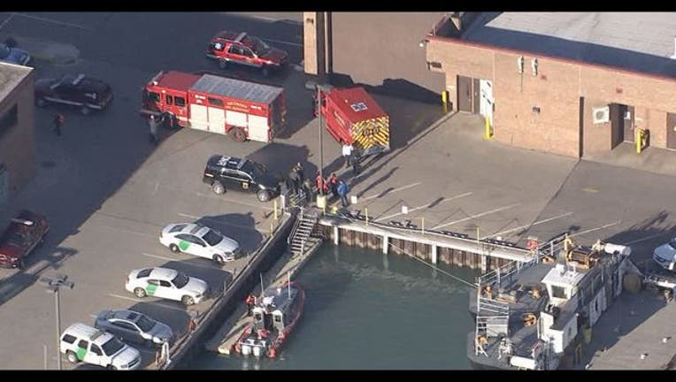 4-person rowing team capsizes in Detroit River