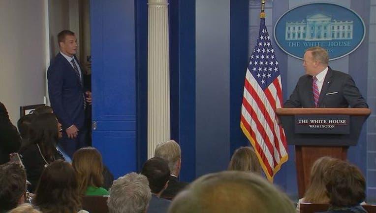 Rob Gronkowski interrupts Whtie House briefing-401720