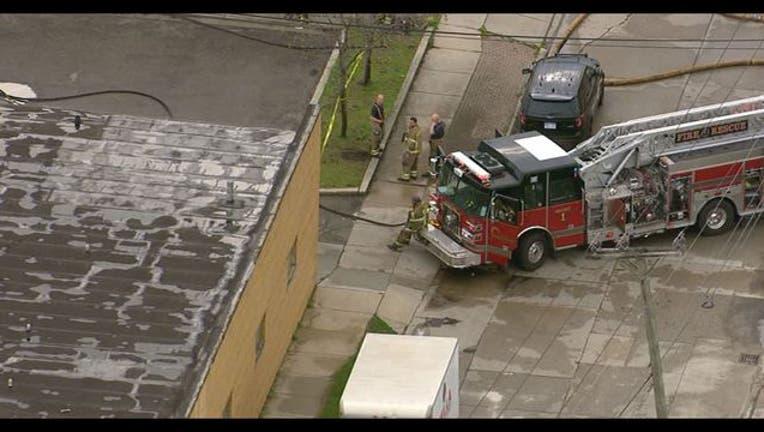e3aa2ac6-Pharmacy evacuated after woman brings in gallon of ammonium nitrate