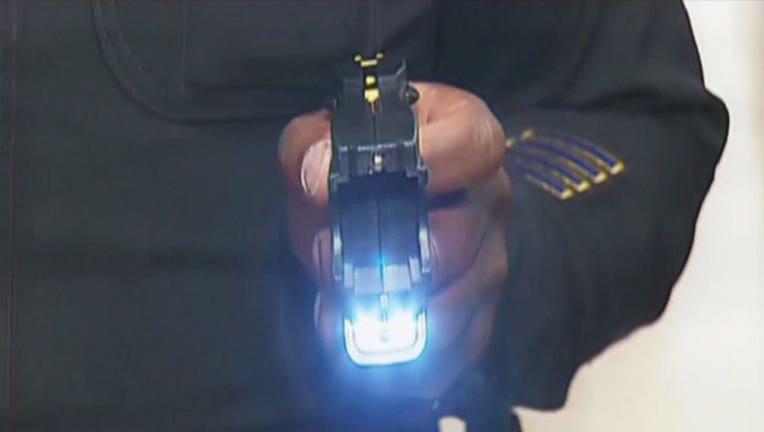 043816e3-Tasers-Detroit-police_1494034300267.jpg