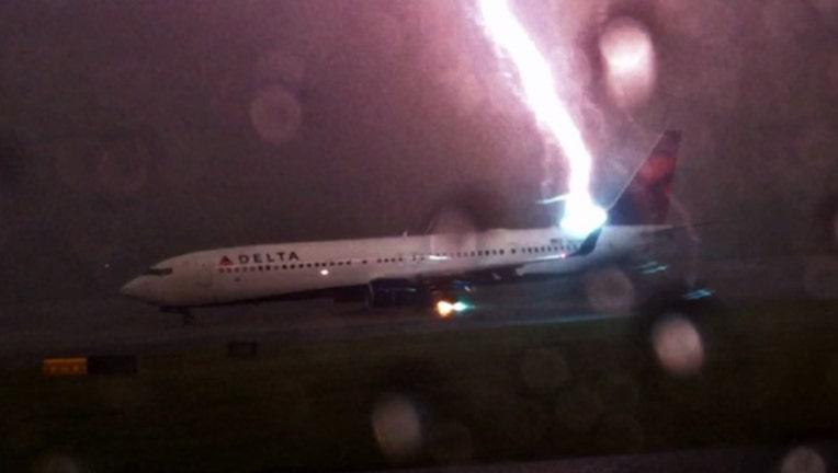 9c8a3865-lightning_strike.jpg