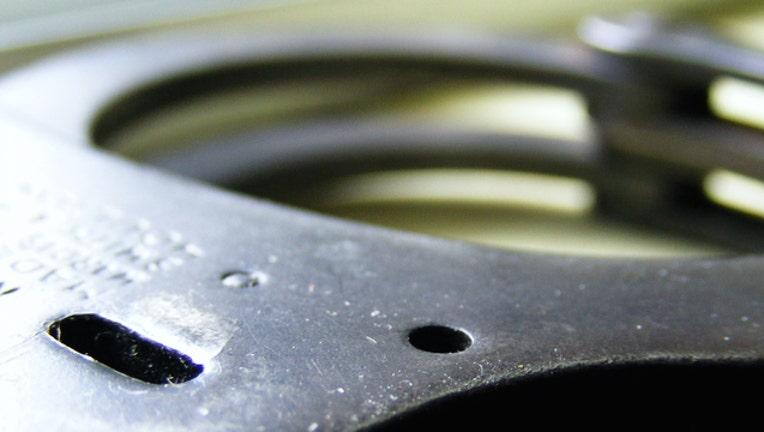 3da54852-handcuffs_1448211624539-404023-404023.jpg