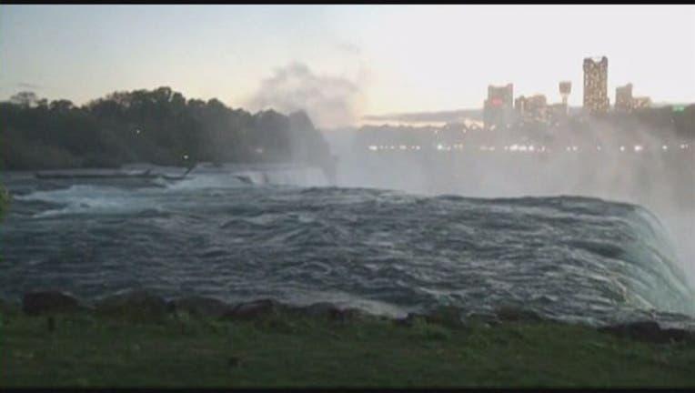 niagara falls waterfall_1497632651574.jpg