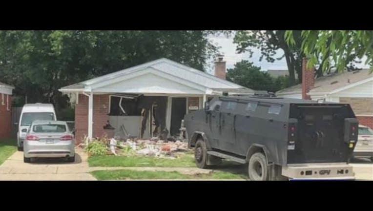 wjbk_barricaded gunman scs8_1562383098100.jpg.jpg